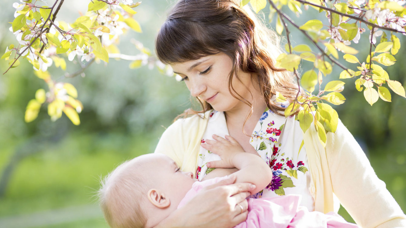 "3 Reasons Why Breastfeeding is One of the Best ""Gifts"" to Give"
